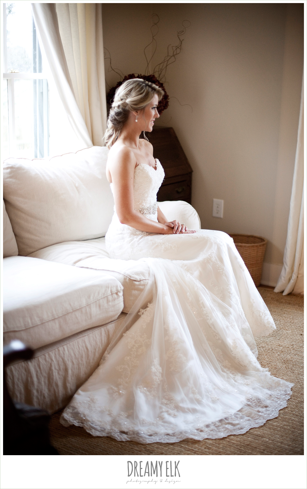 bride sitting on couch, lace wedding dress, fall wedding, rock lake ranch, dreamy elk photography and design