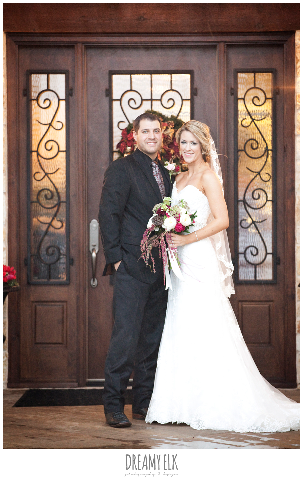 bride and groom, rainy fall wedding, rock lake ranch, dreamy elk photography and design