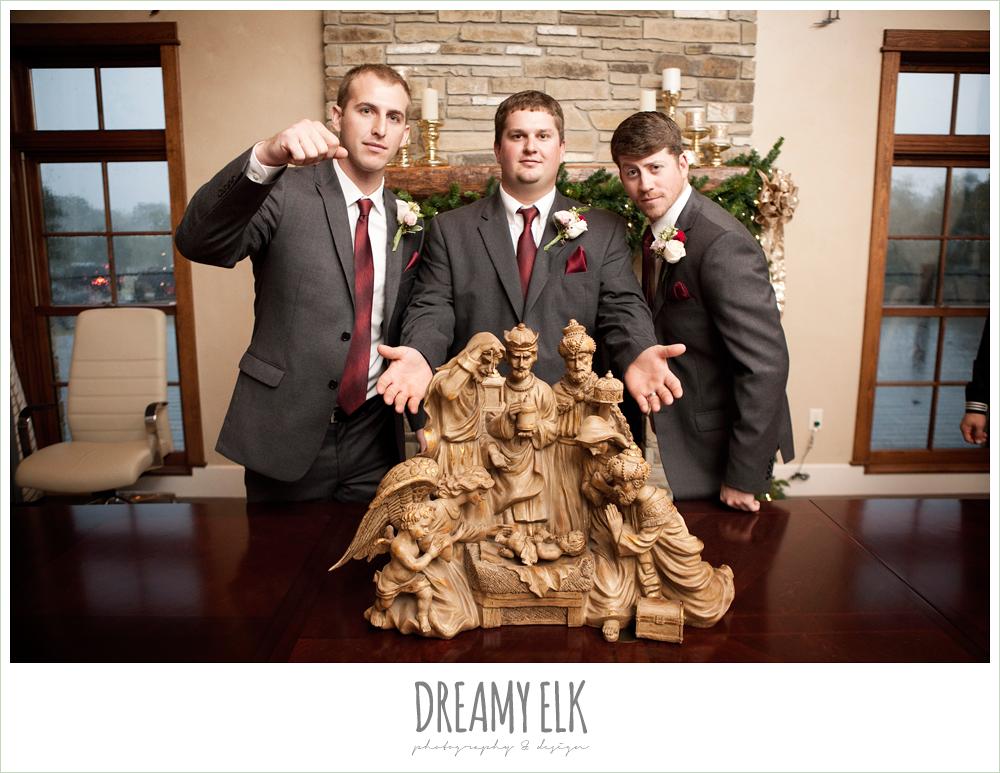 funny groomsmen, rainy fall wedding, rock lake ranch, dreamy elk photography and design