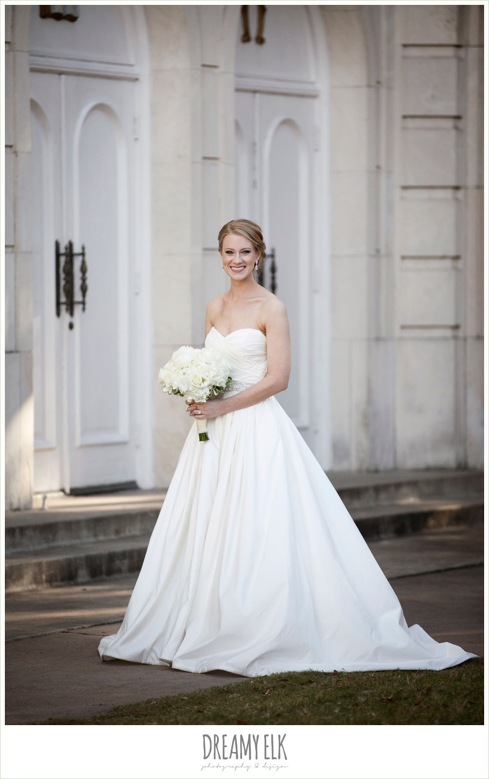 sweetheart strapless wedding dress, white wedding bouquet, winter wedding, austin wedding photographer, dreamy elk photography and design