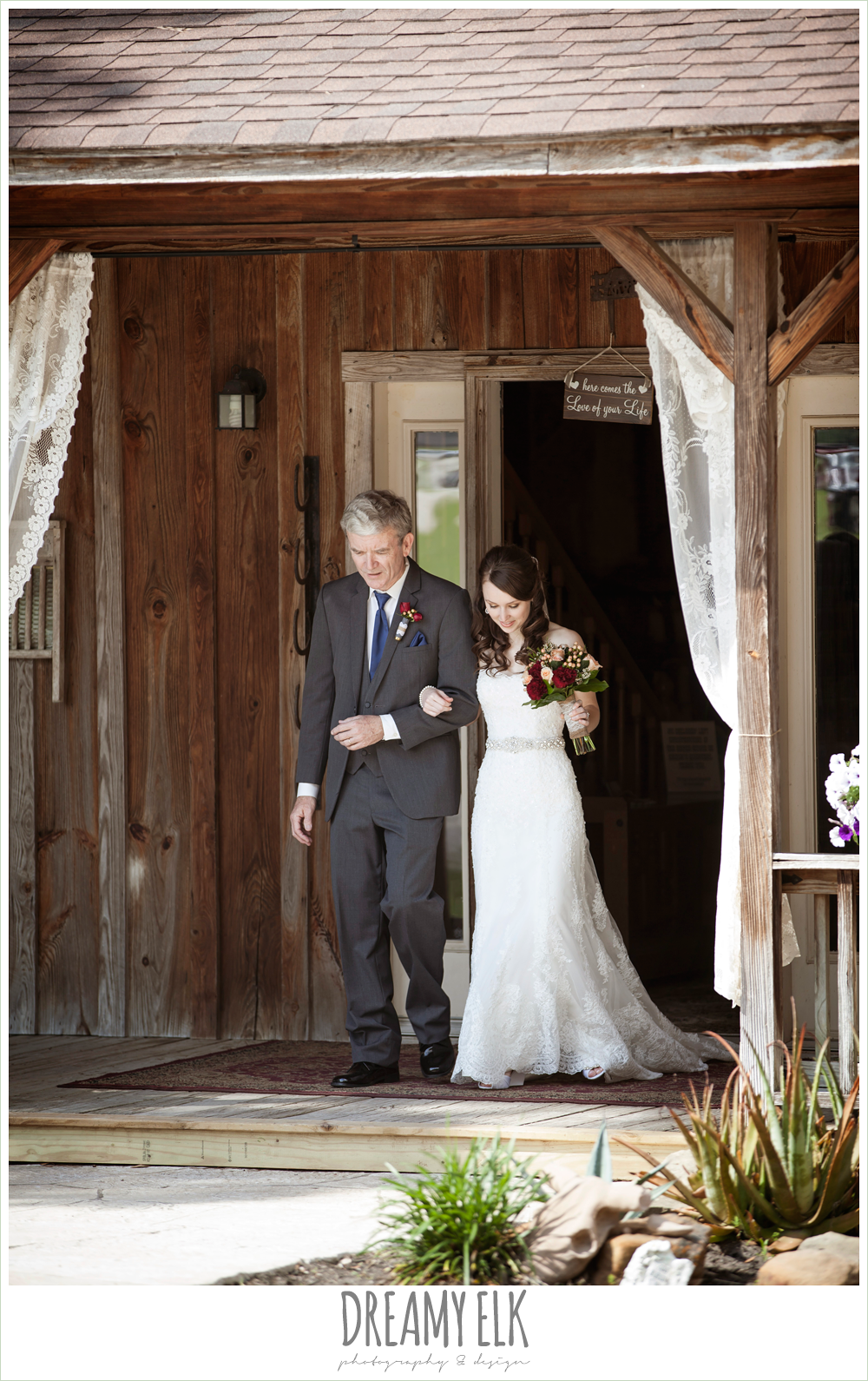 bride and dad walking down the aisle, pine lake ranch, rustic wedding photo {dreamy elk photography and design}
