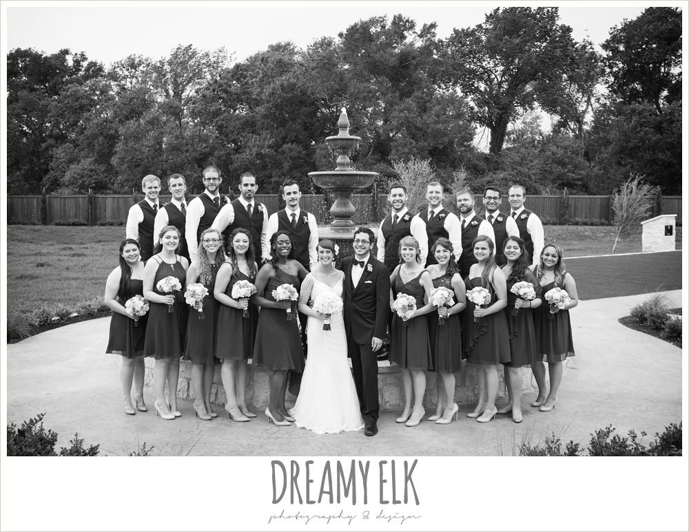 large bridal party, ten bridesmaids, ten groomsmen, navy bridesmaids dresses, white wedding bouquet, pecan springs, houston, texas, photo {dreamy elk photography and design}