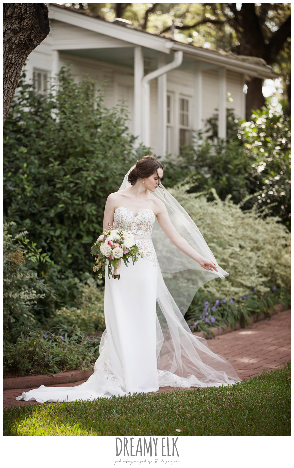 cathedral length lace veil, sweetheart strapless two tone wedding dress, bouquets of austin, the winfield inn, summer wedding photo {dreamy elk photography and design}