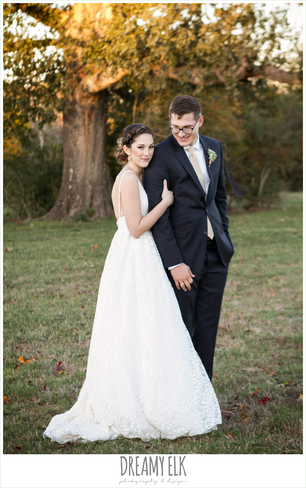 rustic chic wedding photo, the amish barn at edge {dreamy elk photography and design}