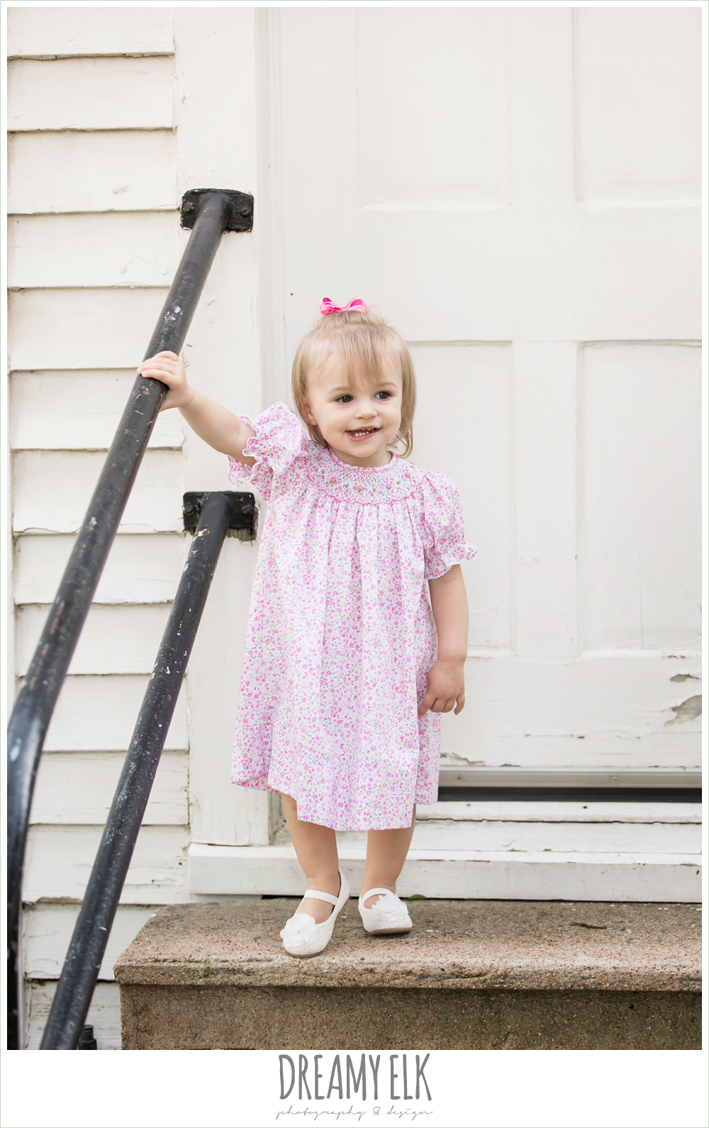 18 month old photo, photo of girl toddler outside