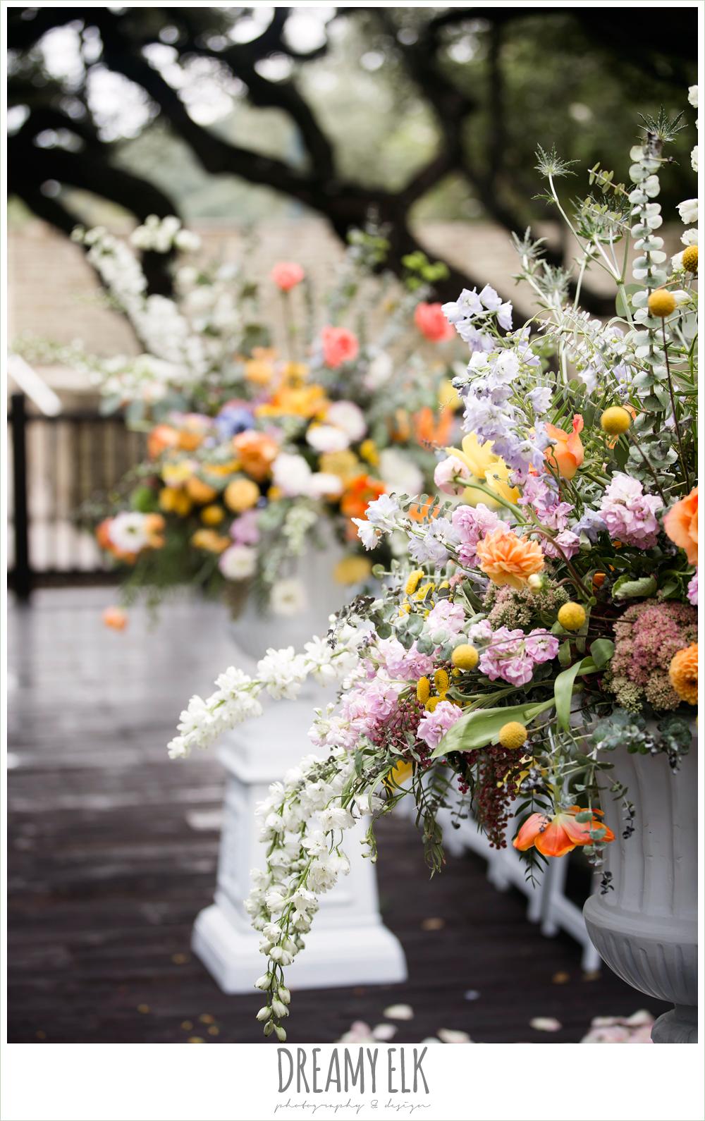 Plans n' Petals wedding bouquet, ceremony altar flowers, colorful outdoor sunday morning brunch wedding, hyatt hill country club, san antonio wedding photo {dreamy elk photography and design}