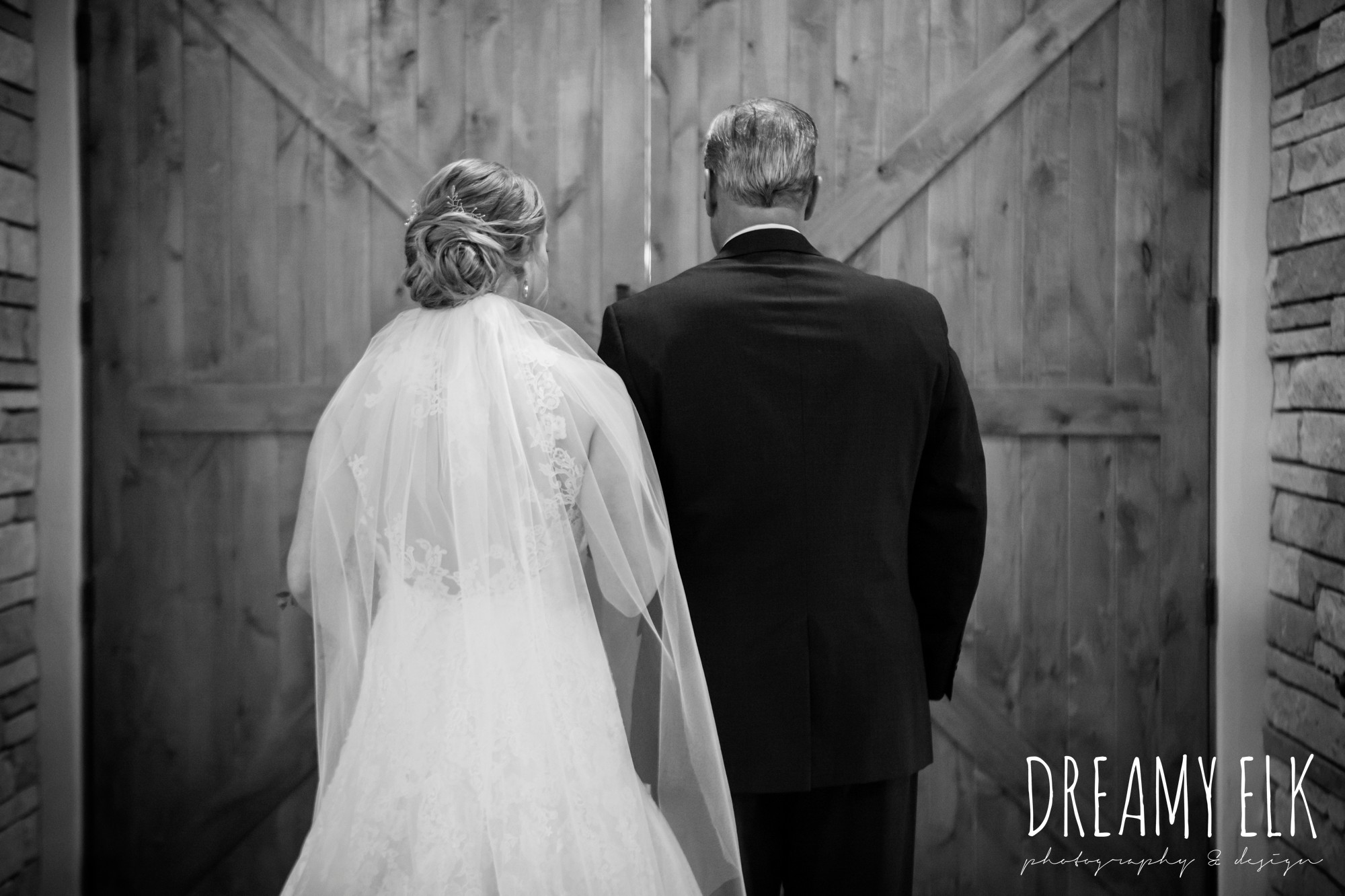 bride and dad before they walk down the aisle, summer july wedding photo, canyonwood ridge, dripping springs, texas {dreamy elk photography and design}