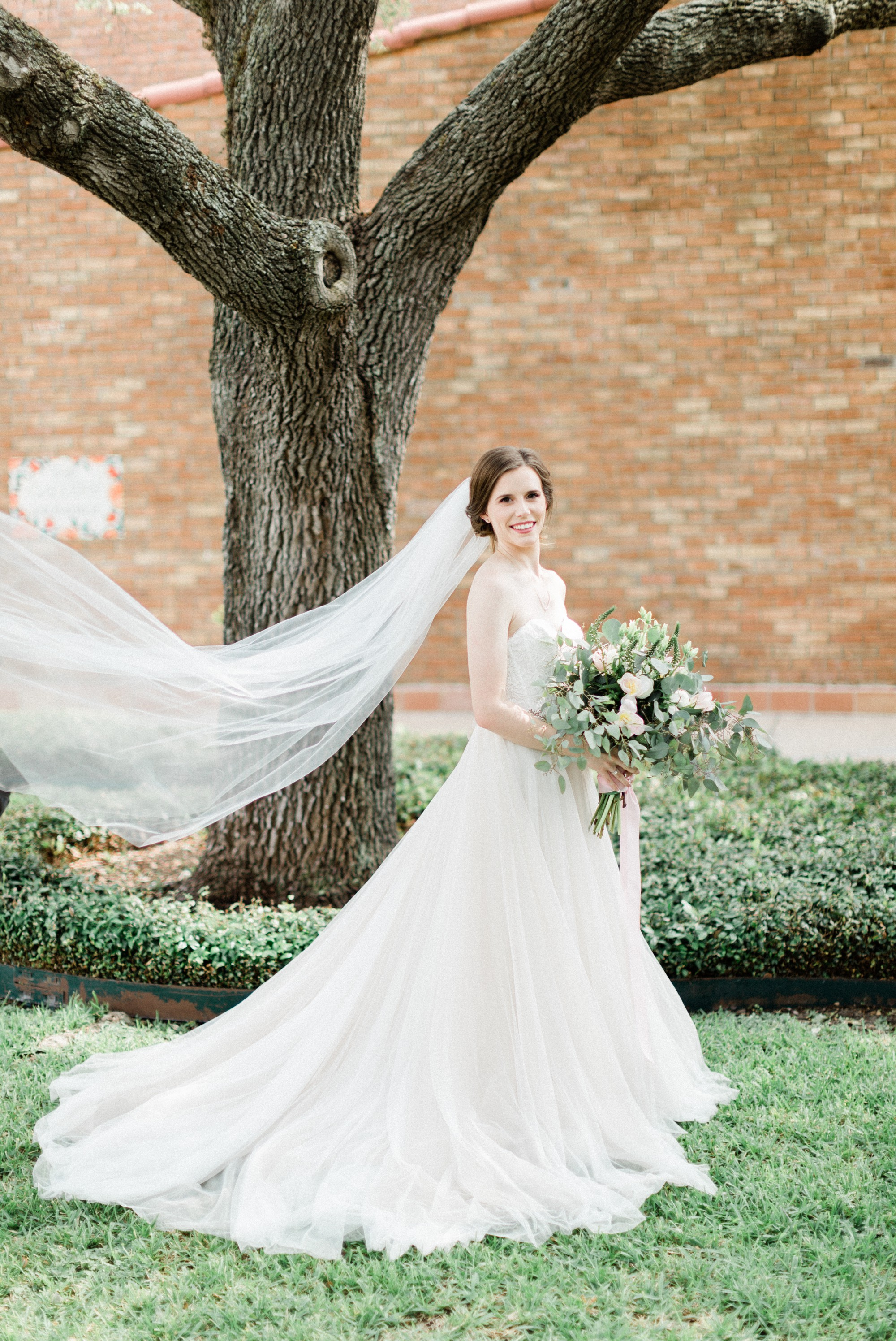 bride, bhldn dress, poison ivy floral design, spring wedding photo, the gallery, houston, texas, dreamy elk photography and design