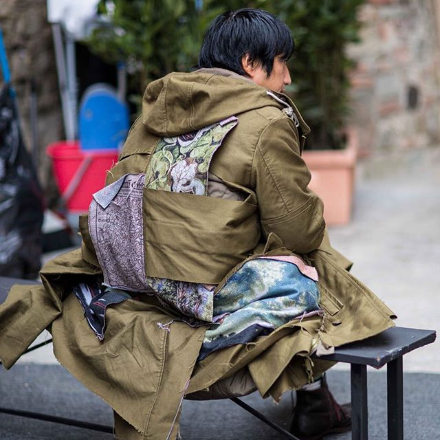 Details at @pittimmagine #pittiuomo #pu91 #pittimmagine #florence #fashionblogger_at #citycatwalkofficial #blogger #fashionblog #fashion #instafashion #innsbruck #innsbrooklyn #streetstyle #streetstylefashion #austrianstreetstyle #ldnfashion
