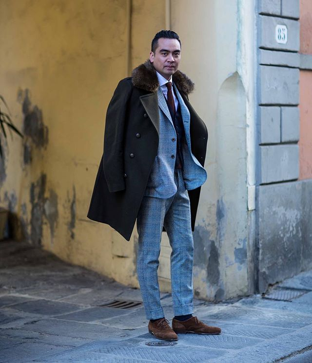On the street with @ezra_miranda44 before Pitti Uomo in Florence #pittiuomo #pu91 #pittimmagine #florence #fashionblogger_at #citycatwalkofficial #blogger #fashionblog #fashion #instafashion #innsbruck #innsbrooklyn #streetstyle #streetstylefashion #austrianstreetstyle #ldnfashion