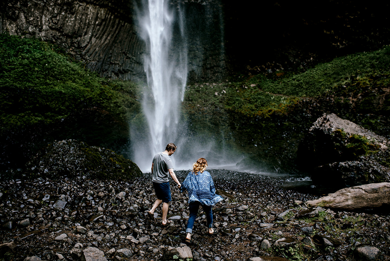Portland_Oregon_Photographer_Latourell_Falls_Engagement001.jpg