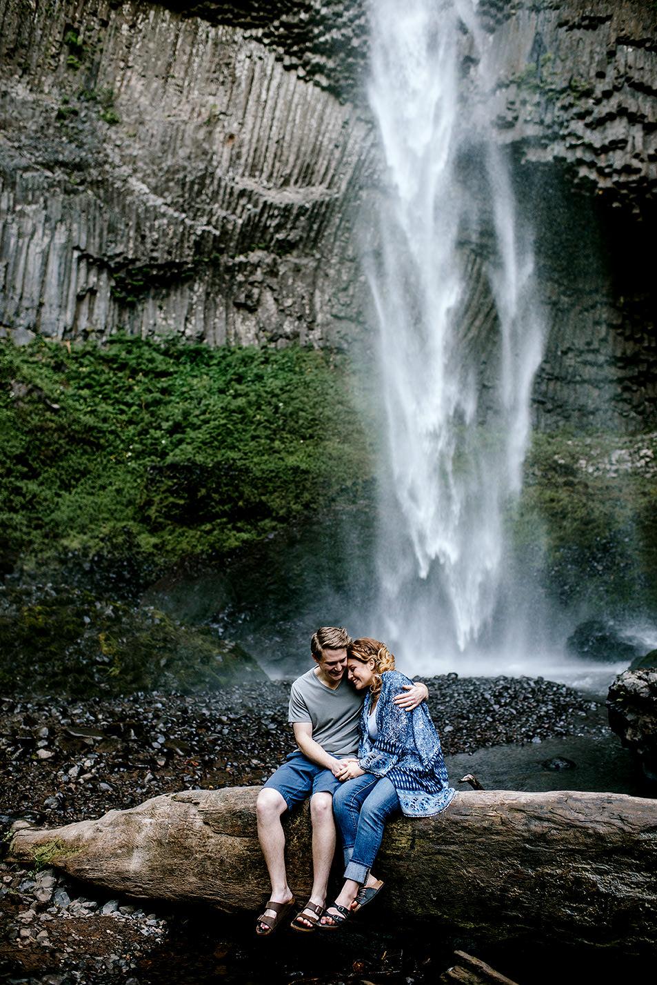 Portland_Oregon_Photographer_Latourell_Falls_Engagement008.jpg