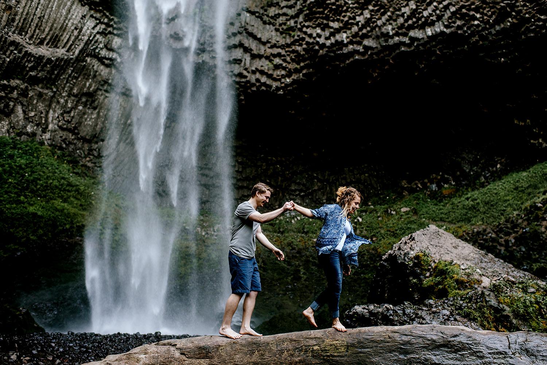 Portland_Oregon_Photographer_Latourell_Falls_Engagement009.jpg