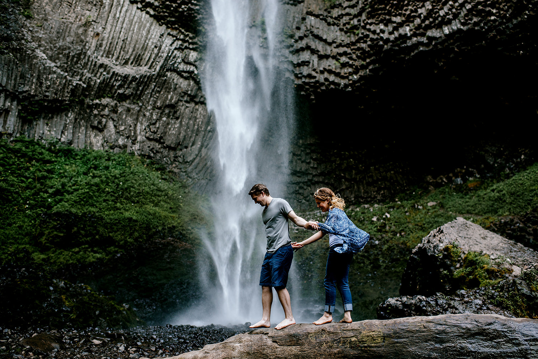 Portland_Oregon_Photographer_Latourell_Falls_Engagement011.jpg