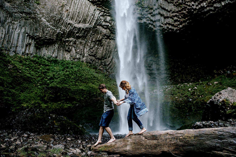 Portland_Oregon_Photographer_Latourell_Falls_Engagement012.jpg