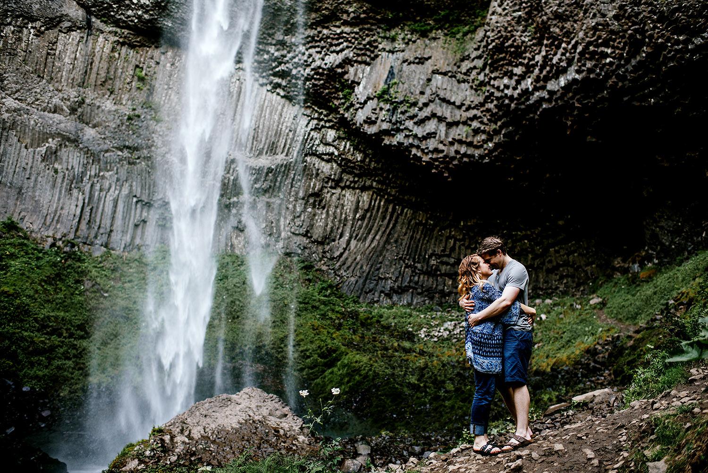 Portland_Oregon_Photographer_Latourell_Falls_Engagement018.jpg
