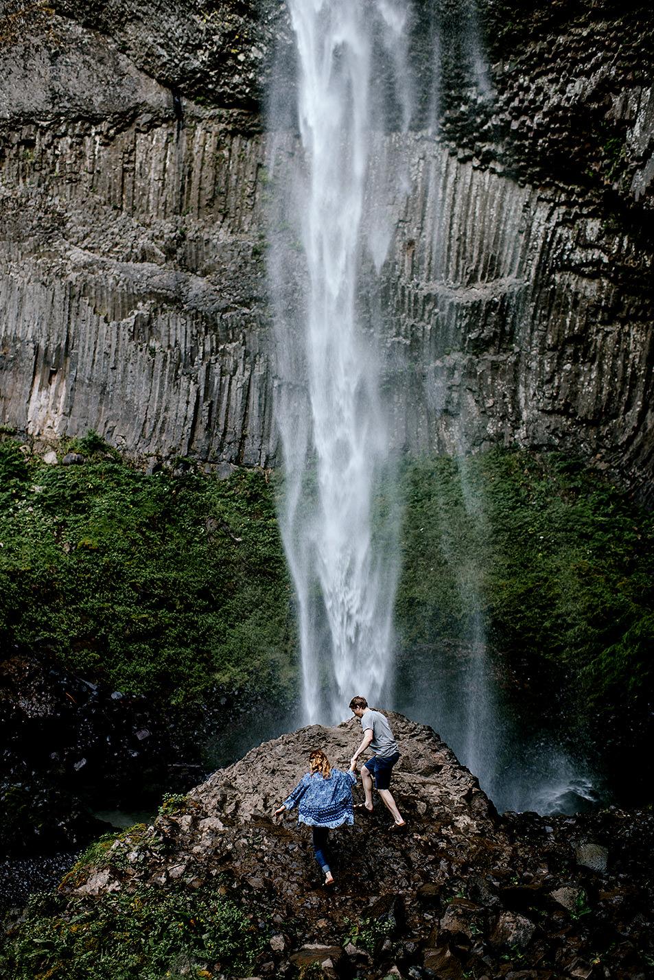 Portland_Oregon_Photographer_Latourell_Falls_Engagement020.jpg