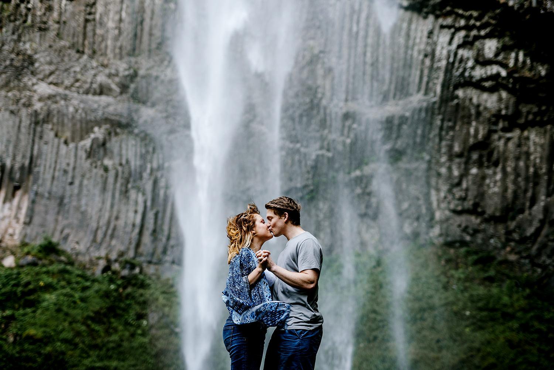 Portland_Oregon_Photographer_Latourell_Falls_Engagement021.jpg