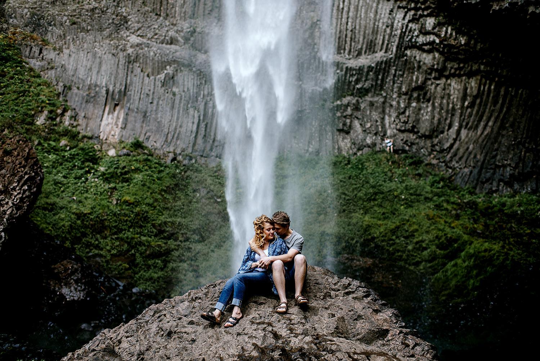 Portland_Oregon_Photographer_Latourell_Falls_Engagement022.jpg