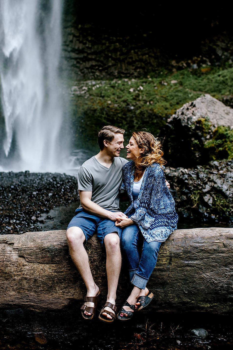 Portland_Oregon_Photographer_Latourell_Falls_Engagement006.jpg