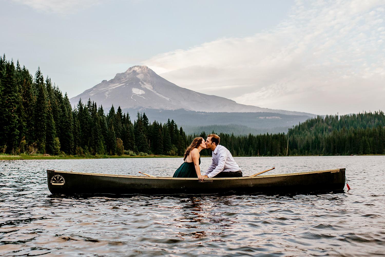 Trillium-lake-Engagement-session-Portland-wedding-photography192.jpg