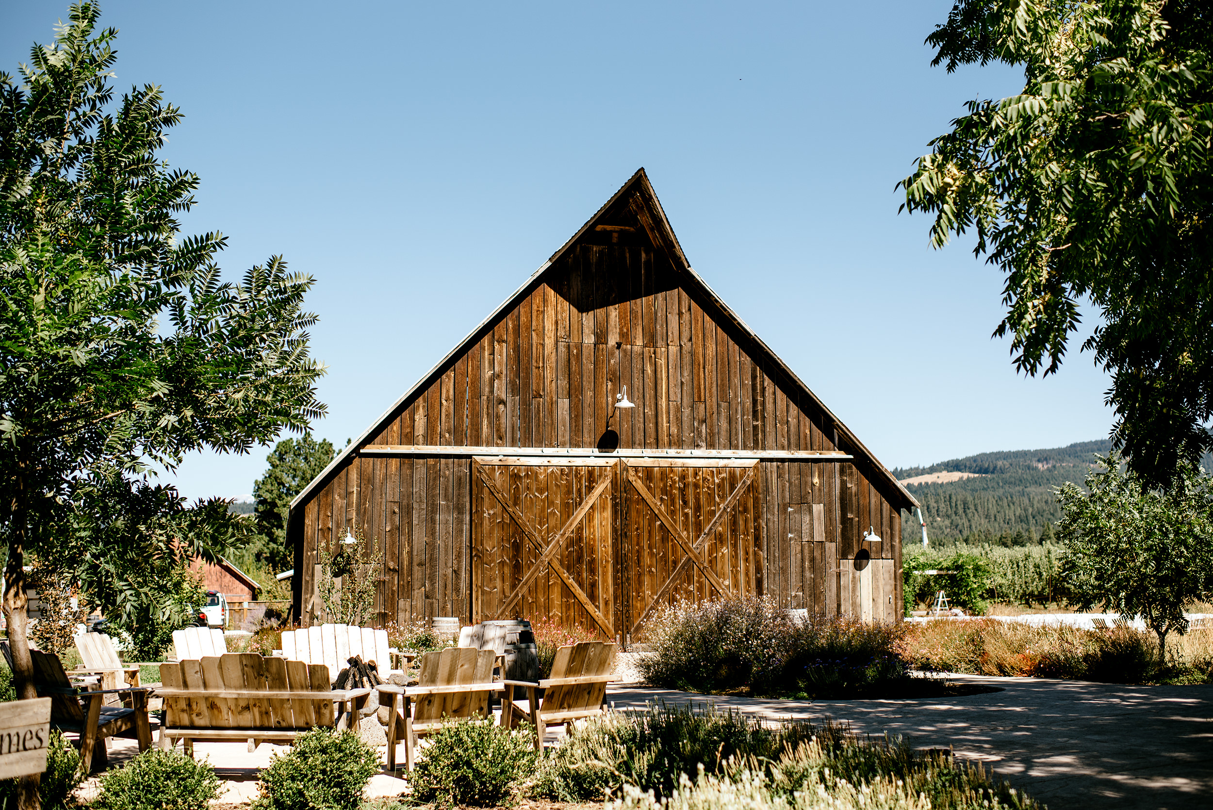 Tin-roof-Barn-wedding-Portland-Oregon-wedding-photographer-0277.jpg