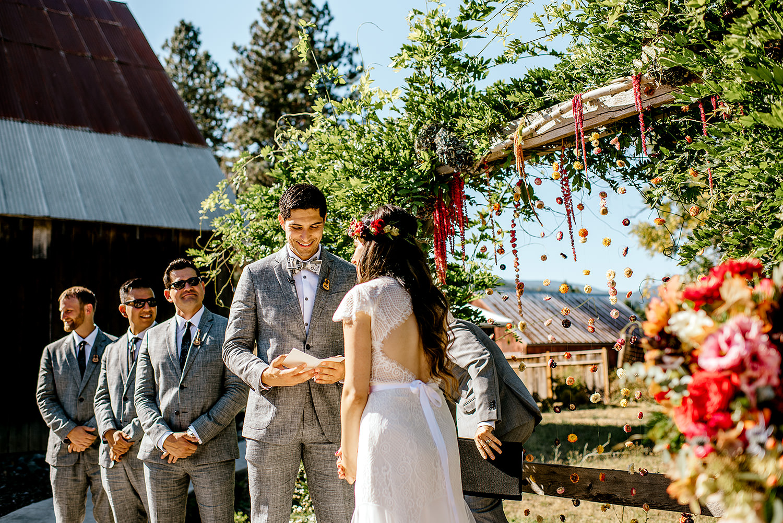 Tin-roof-Barn-wedding-Portland-Oregon-wedding-photographer-0417.jpg