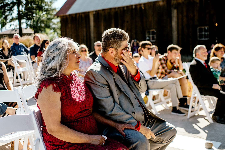Tin-roof-Barn-wedding-Portland-Oregon-wedding-photographer-0426.jpg
