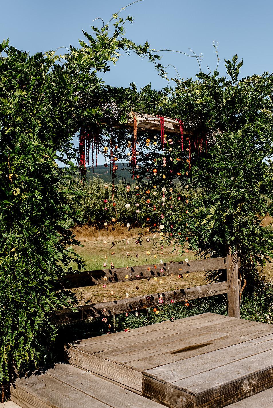Tin-roof-Barn-wedding-Portland-Oregon-wedding-photographer-0306.jpg