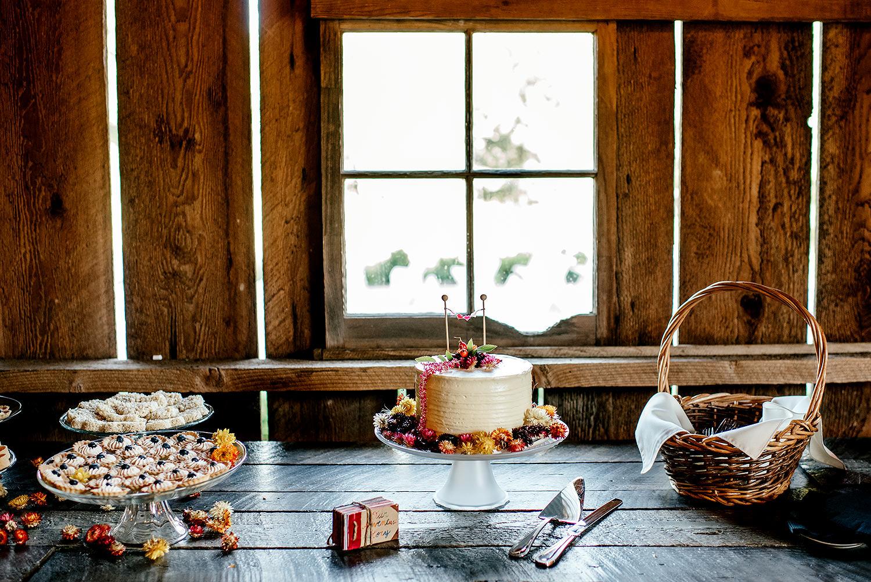 Tin-roof-Barn-wedding-Portland-Oregon-wedding-photographer-0695.jpg