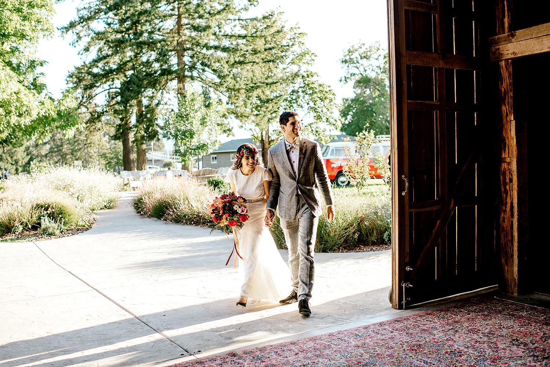 Tin-roof-Barn-wedding-Portland-Oregon-wedding-photographer-0716.jpg