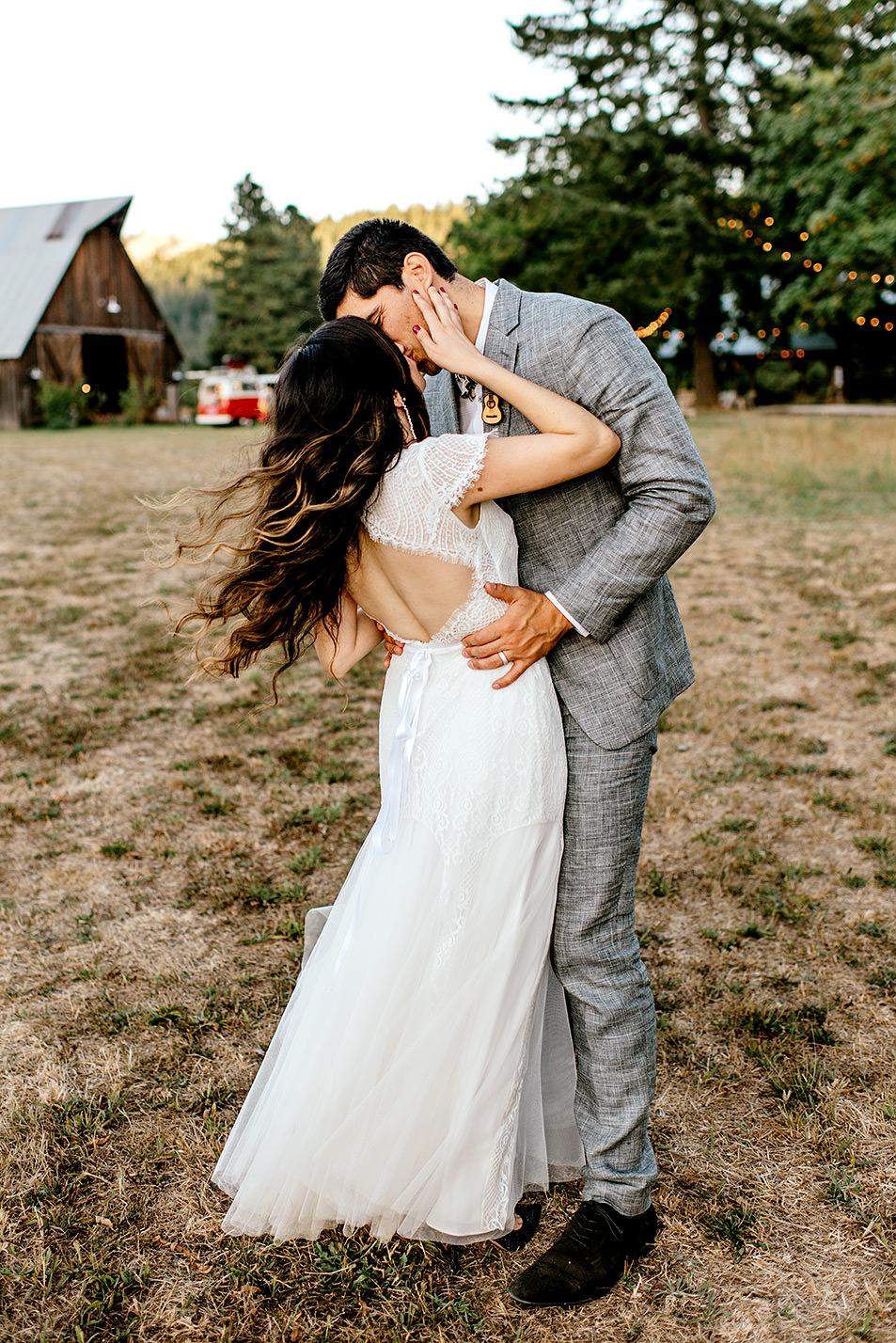 Tin-roof-Barn-wedding-Portland-Oregon-wedding-photographer-0810.jpg