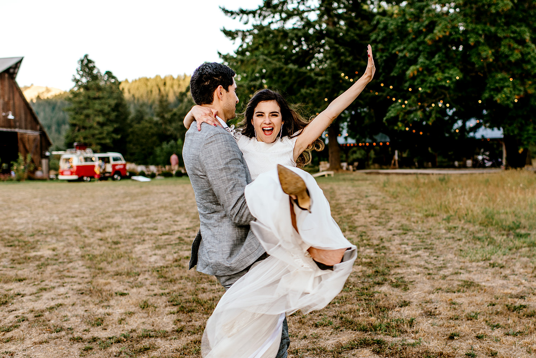 Tin-roof-Barn-wedding-Portland-Oregon-wedding-photographer-0822.jpg