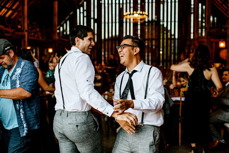 Tin-roof-Barn-wedding-Portland-Oregon-wedding-photographer-0936.jpg