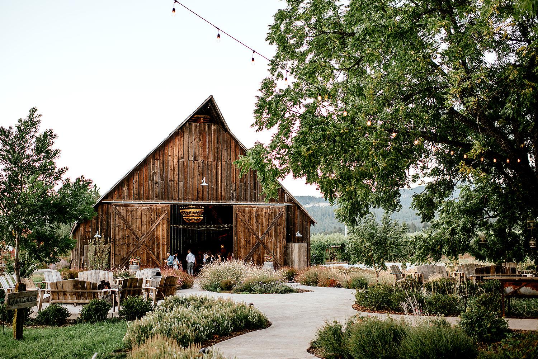 Tin-roof-Barn-wedding-Portland-Oregon-wedding-photographer-0965.jpg
