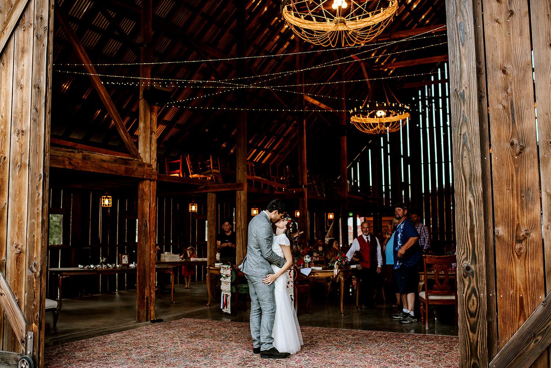 Tin-roof-Barn-wedding-Portland-Oregon-wedding-photographer-0869.jpg
