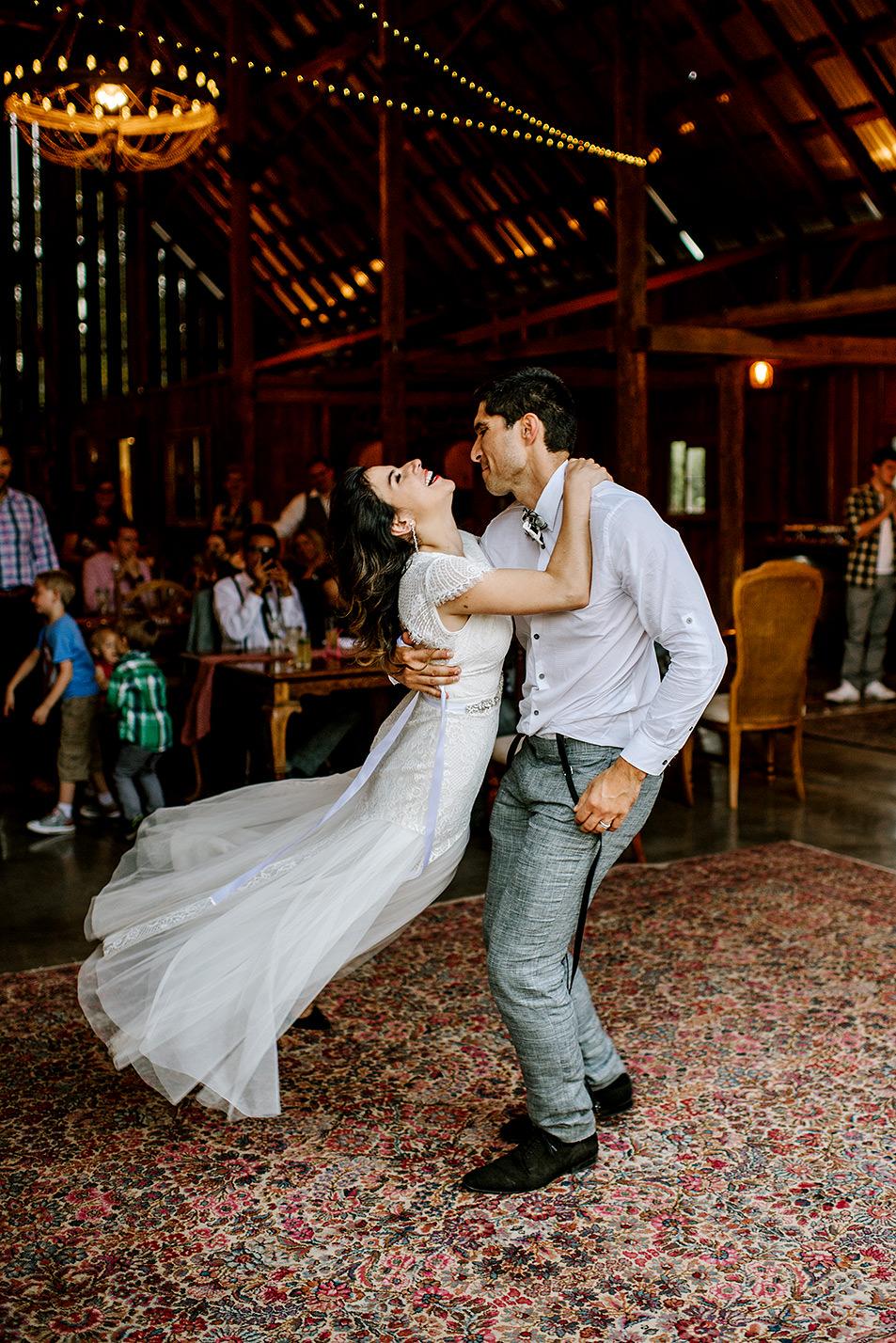 Tin-roof-Barn-wedding-Portland-Oregon-wedding-photographer-0913.jpg