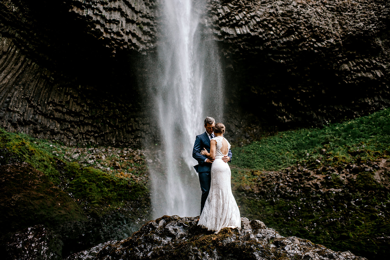 Columbia-River-Gorge-Elopement-Portland-Oregon-Wedding-Photographer-640.jpg