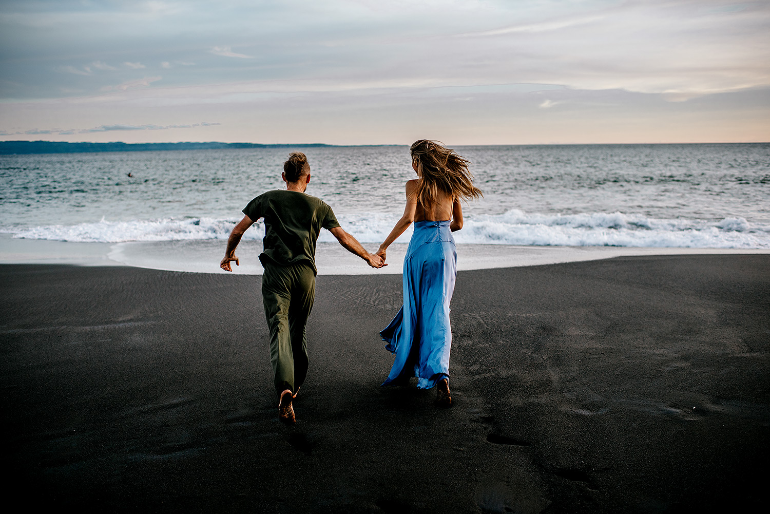 bali-black-sand-beach-engagement-session-Bali-wedding-photographer08.jpg