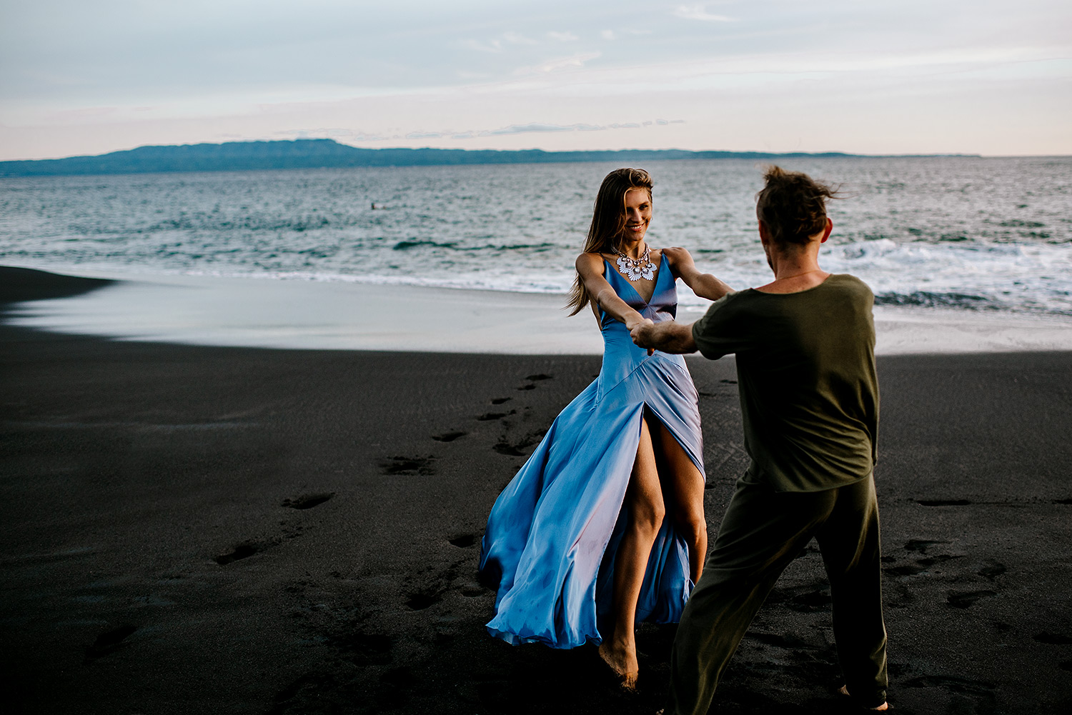 bali-black-sand-beach-engagement-session-Bali-wedding-photographer10.jpg