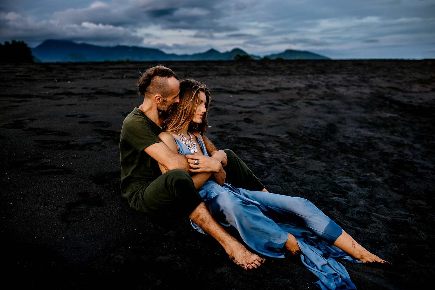 bali-black-sand-beach-engagement-session-Bali-wedding-photographer12.jpg
