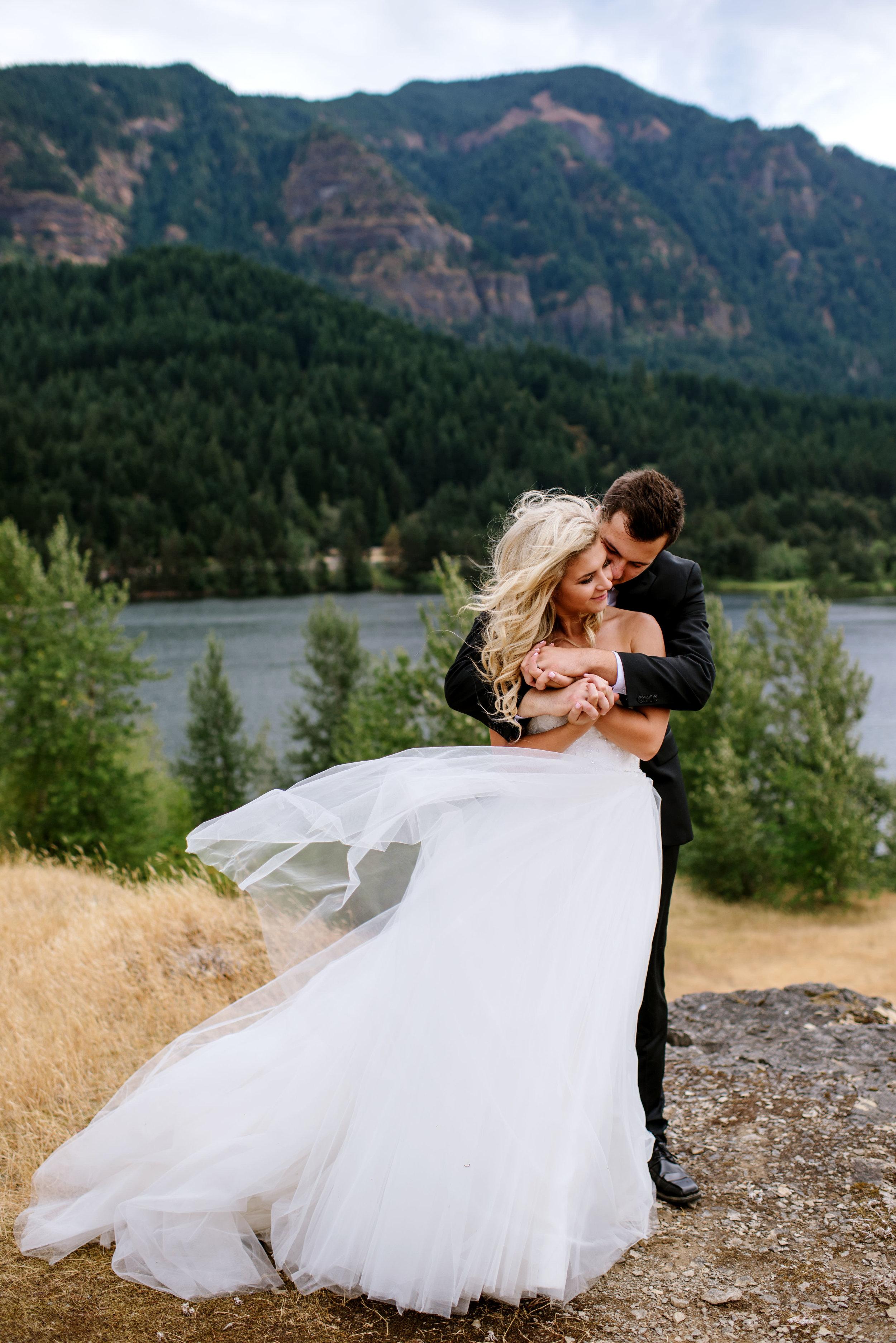 Portland-Wedding-Photographer-Columbia-River-Gorge-Wedding24.jpg