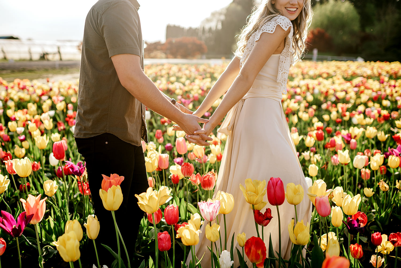 Tulip-field-engagement-session-Portland-Photographer-11.jpg