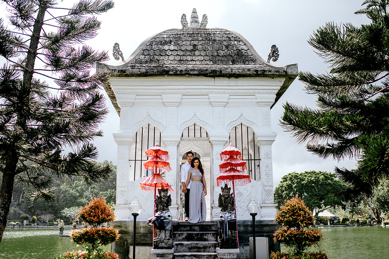 Bali-temple-engagment-Bali-wedding-photographer33.jpg