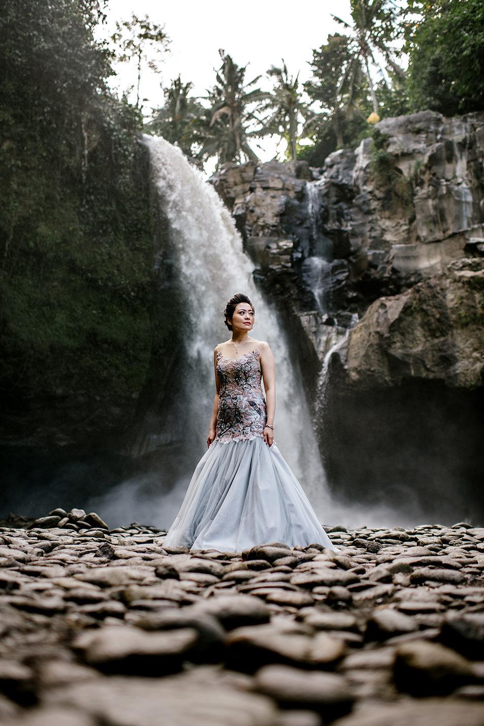 Bali-waterfall-engagment-Bali-wedding-photographer02.jpg