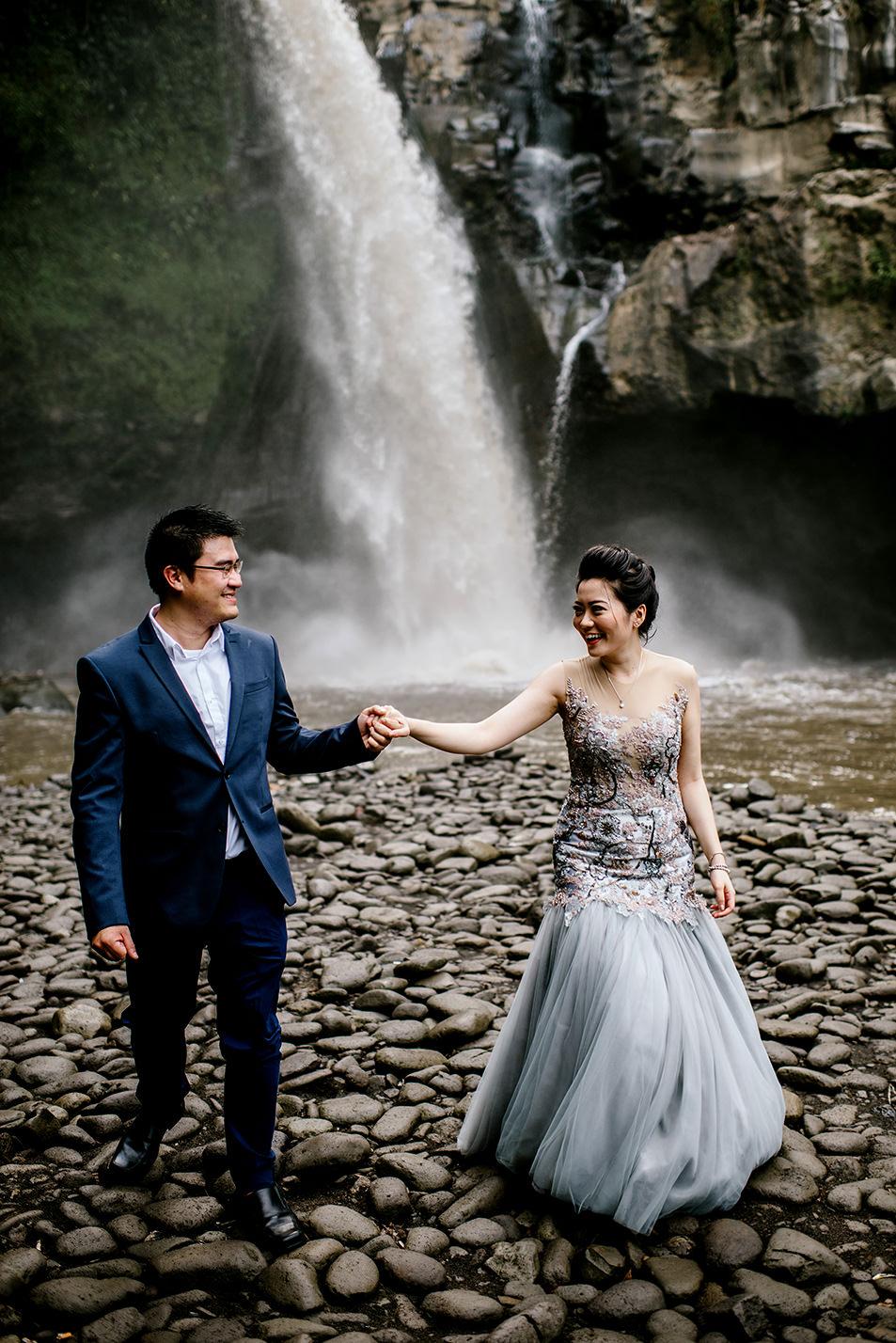 Bali-waterfall-engagment-Bali-wedding-photographer05.jpg