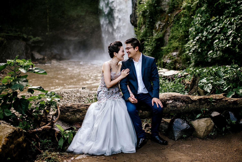 Bali-waterfall-engagment-Bali-wedding-photographer07.jpg