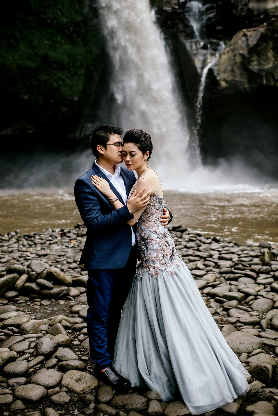 Bali-waterfall-engagment-Bali-wedding-photographer19.jpg