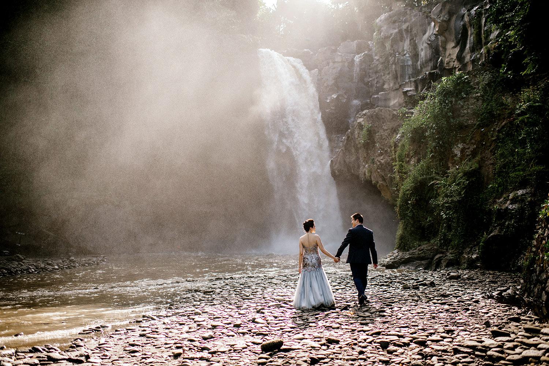 Bali-waterfall-engagment-Bali-wedding-photographer24.jpg