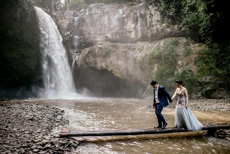 Bali-waterfall-engagment-Bali-wedding-photographer27.jpg